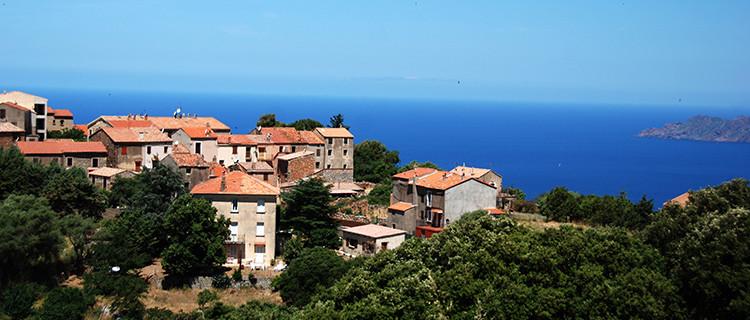 Profiter des vacances en Corse avec la location pied dans l'eau